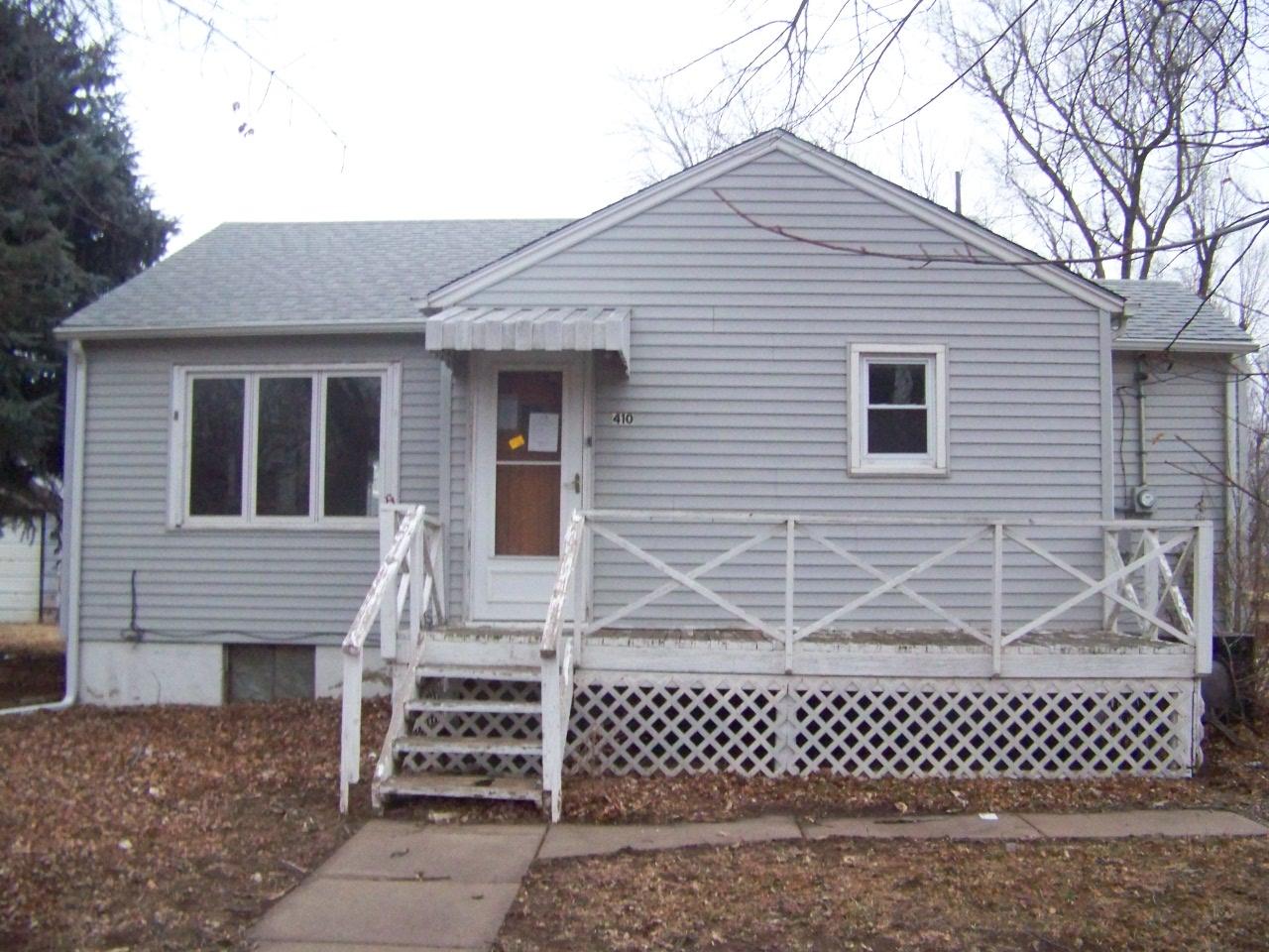 410 S Dinsmore Ave, Lyons, KS 67554