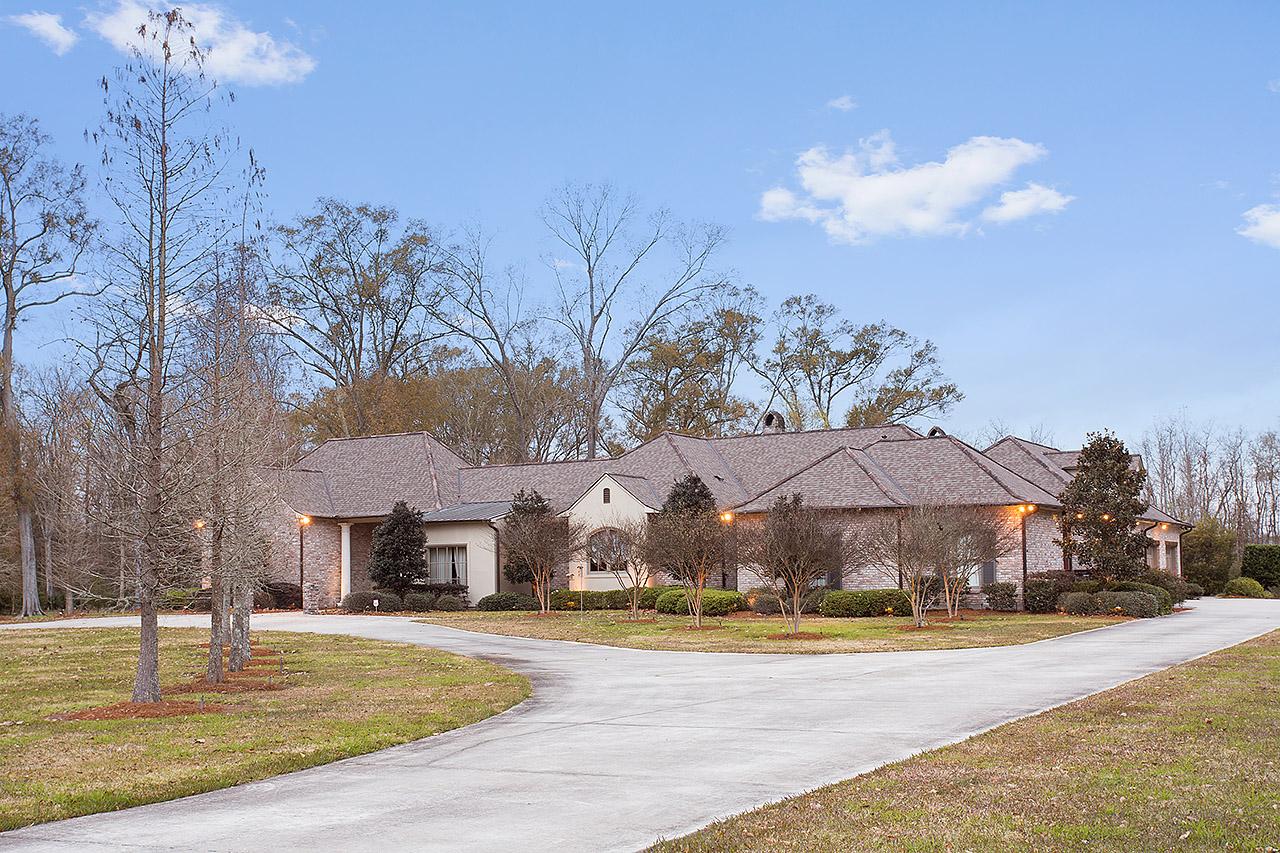 42514 Clouatre Rd, Gonzales, Louisiana 70737