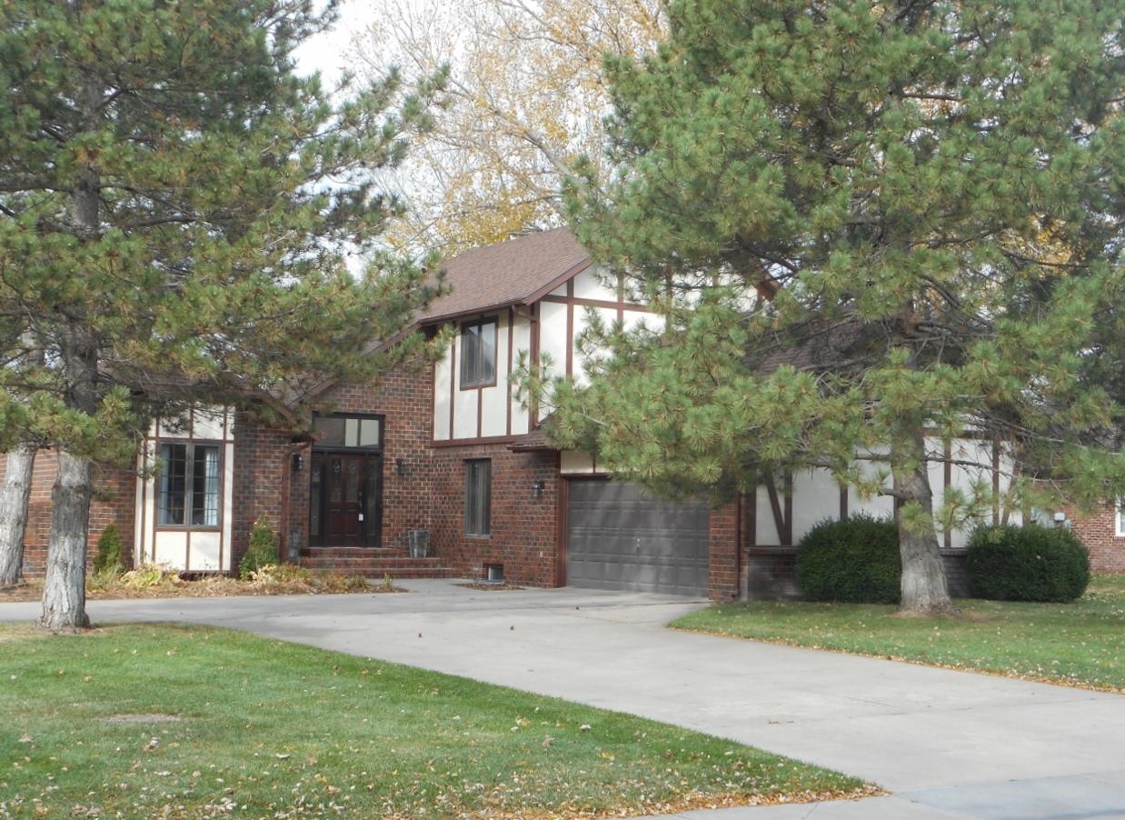3403 Arrowhead Dr, Hutchinson, Kansas 67502