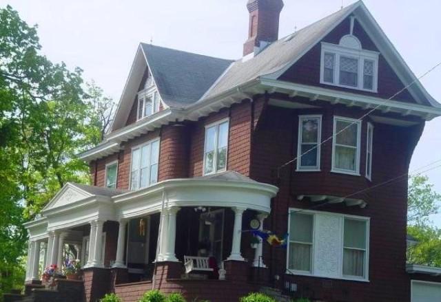 102 Aurora Avenue, Terra Alta, West Virginia 26764