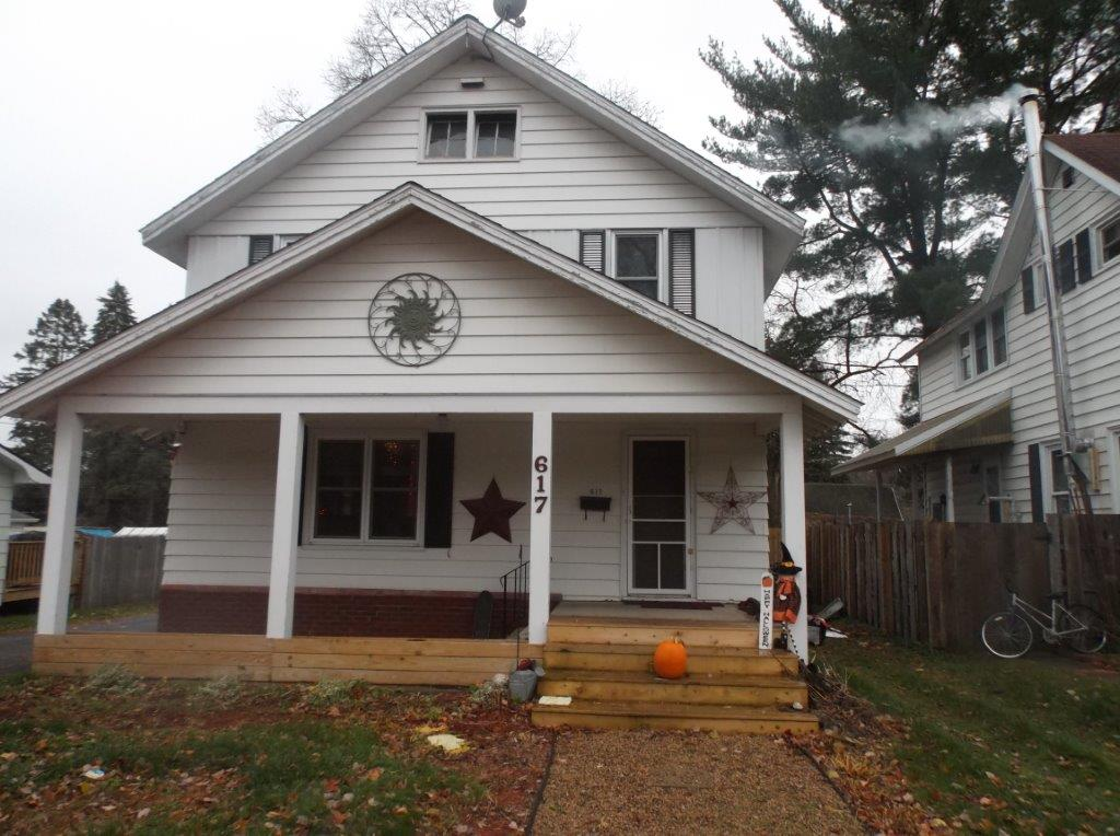 617 Oak St, Spooner, Wisconsin 54801