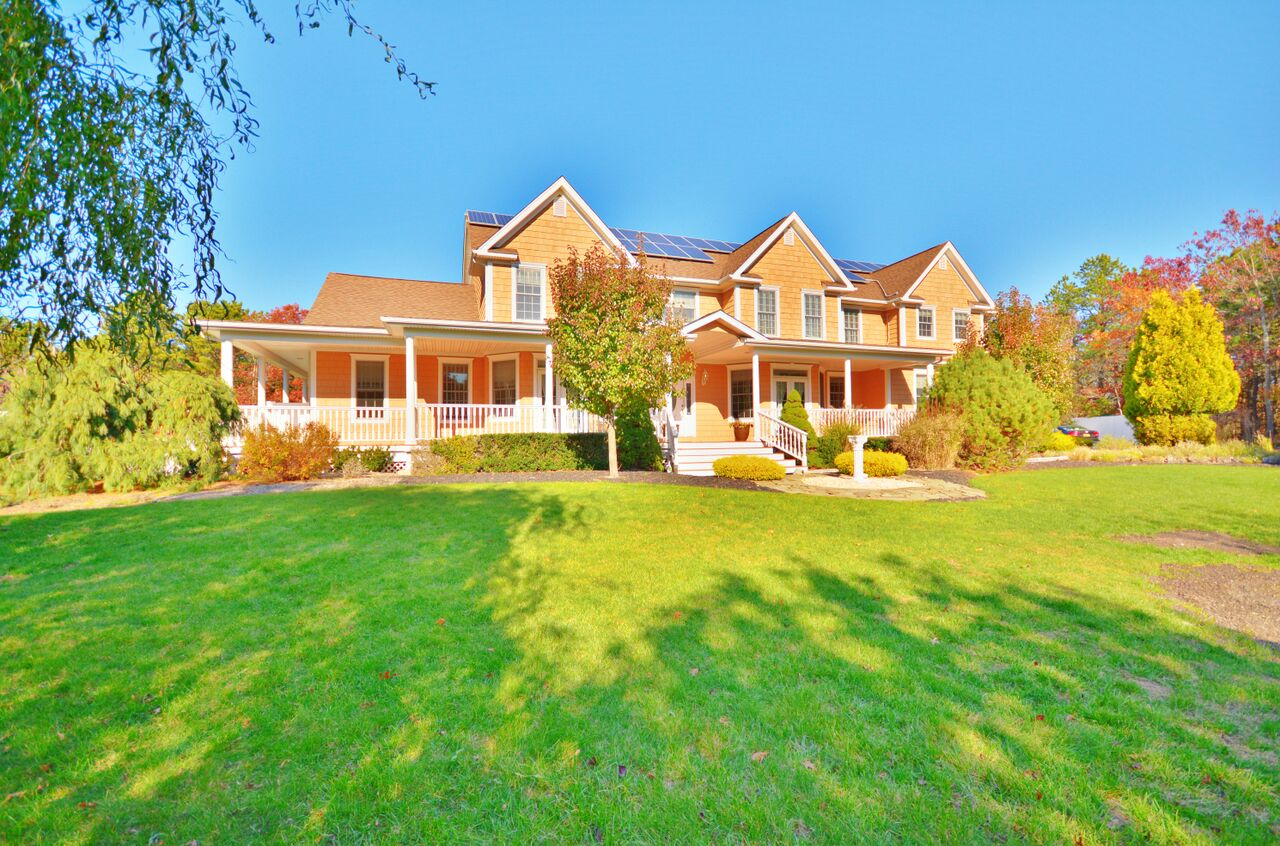 22 Henrys Hollow Court, East Quogue, New York 11942