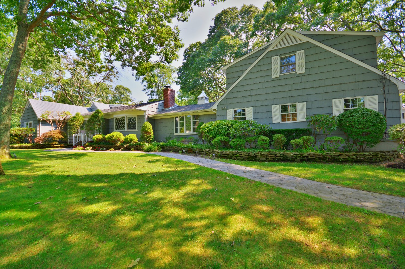 17 Woodfield Ave, East Quogue, New York 11942