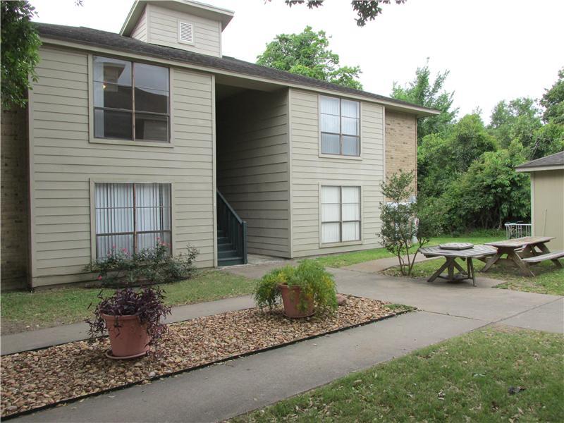 112 Briarwood Lane, Bellville, Texas 77418