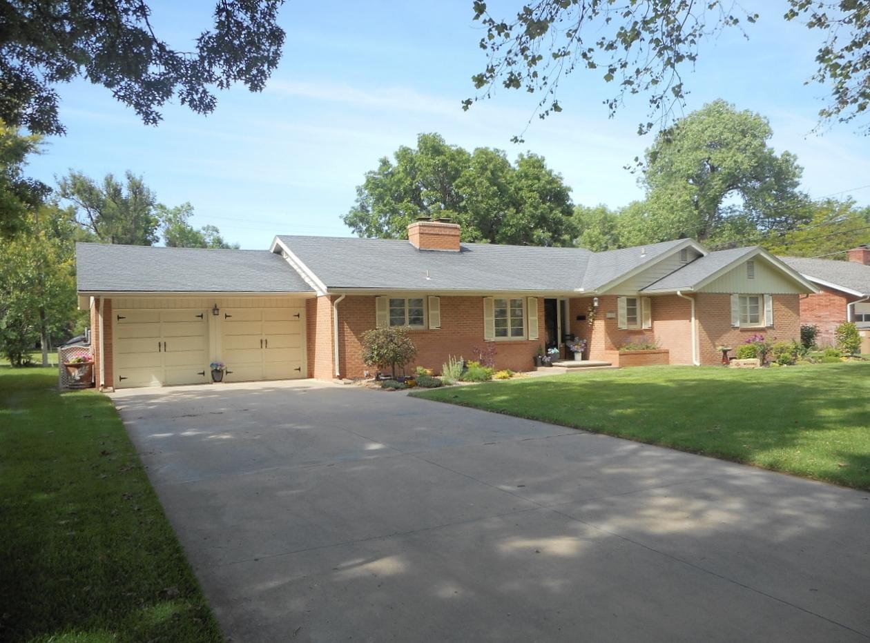 204 Countryside Dr, Hutchinson, Kansas 67502