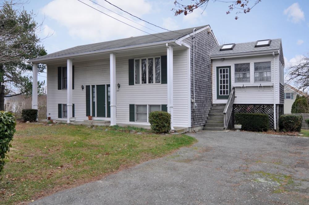 300 Lees River Avenue, Somerset, Massachusetts 02725