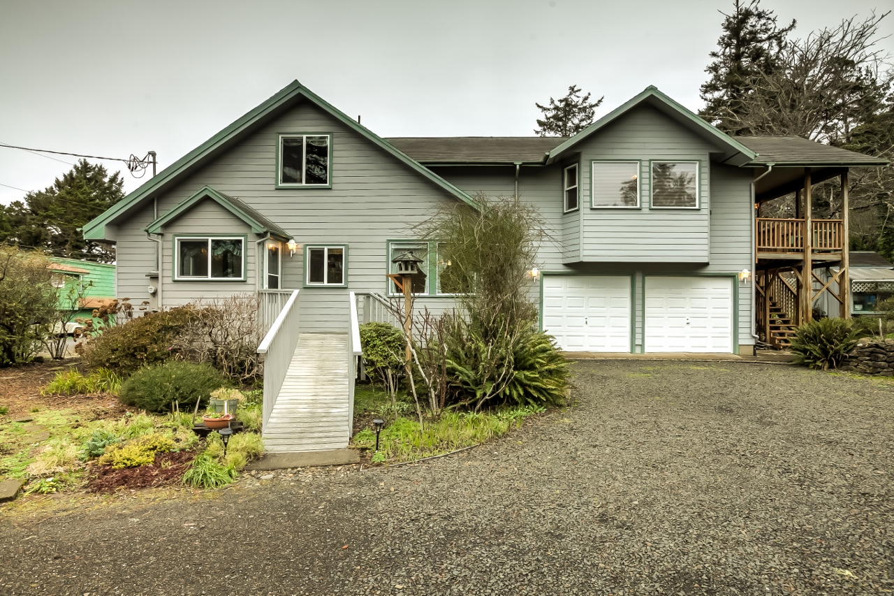 8721 NW Grandview St, Seal Rock, Oregon 97376