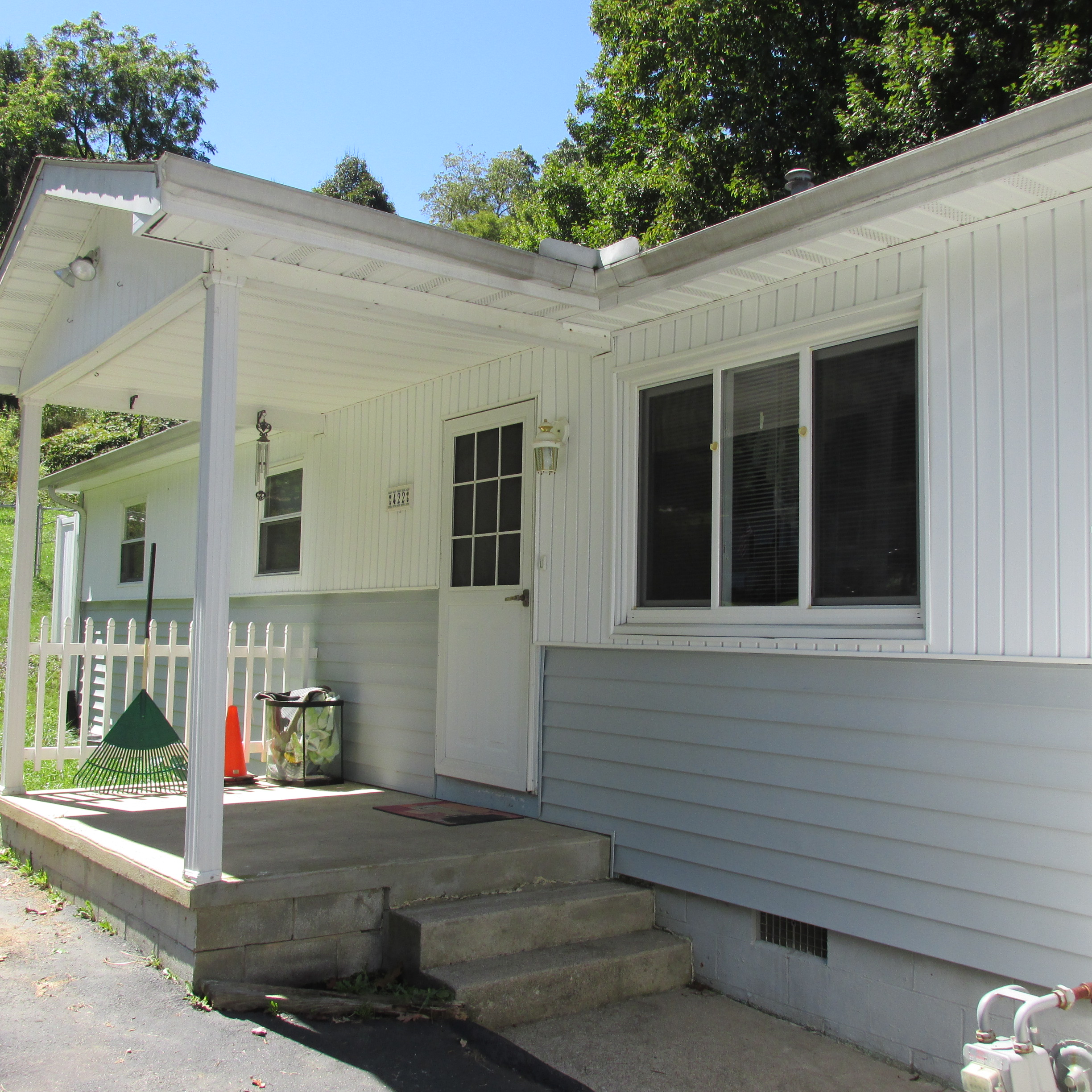 422 Lincoln Street, Crab Orchard, West Virginia 25827