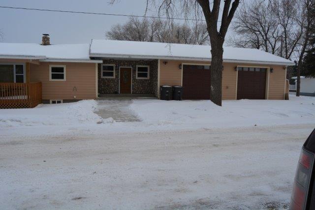 511 3rd St SW, Stanley, North Dakota 58784