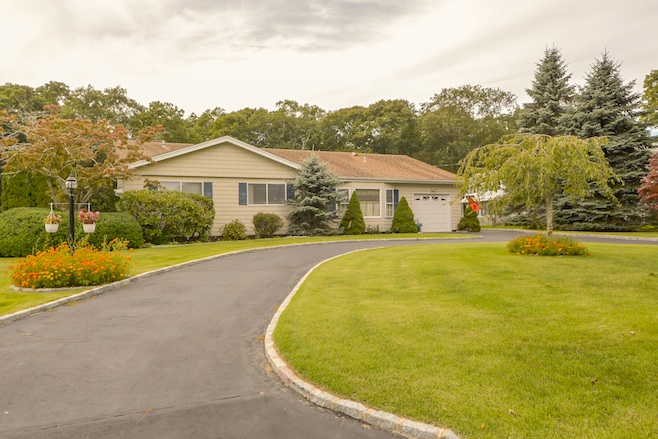 2 Canvasback Lane, East Quogue, New York 11942