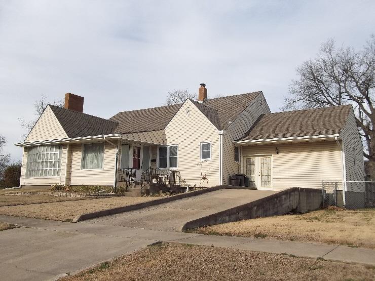 1727 Grand Avenue, Parsons, KS 67357