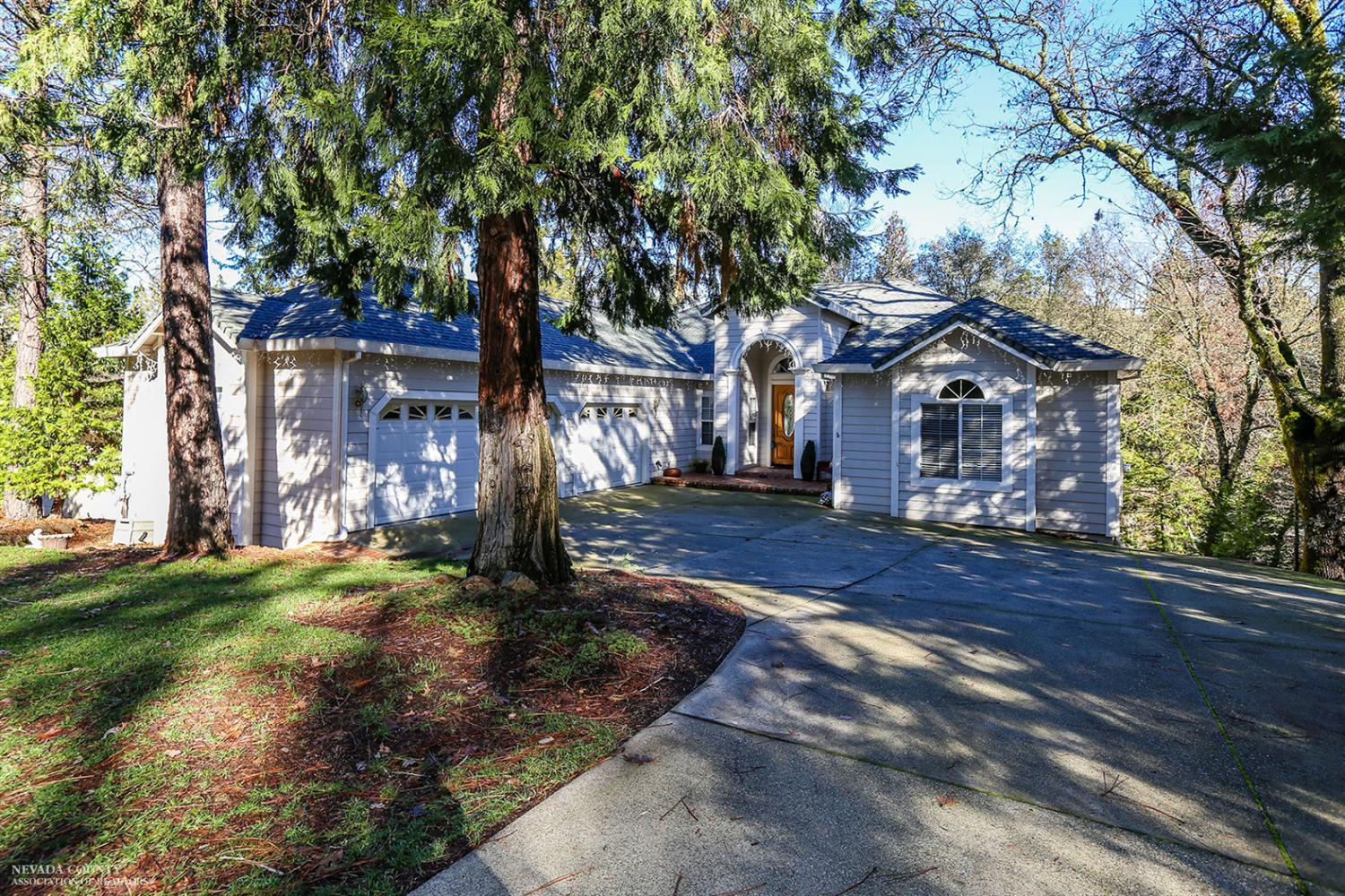 19306 Lake Forest Dr, Penn Valley, California 95946