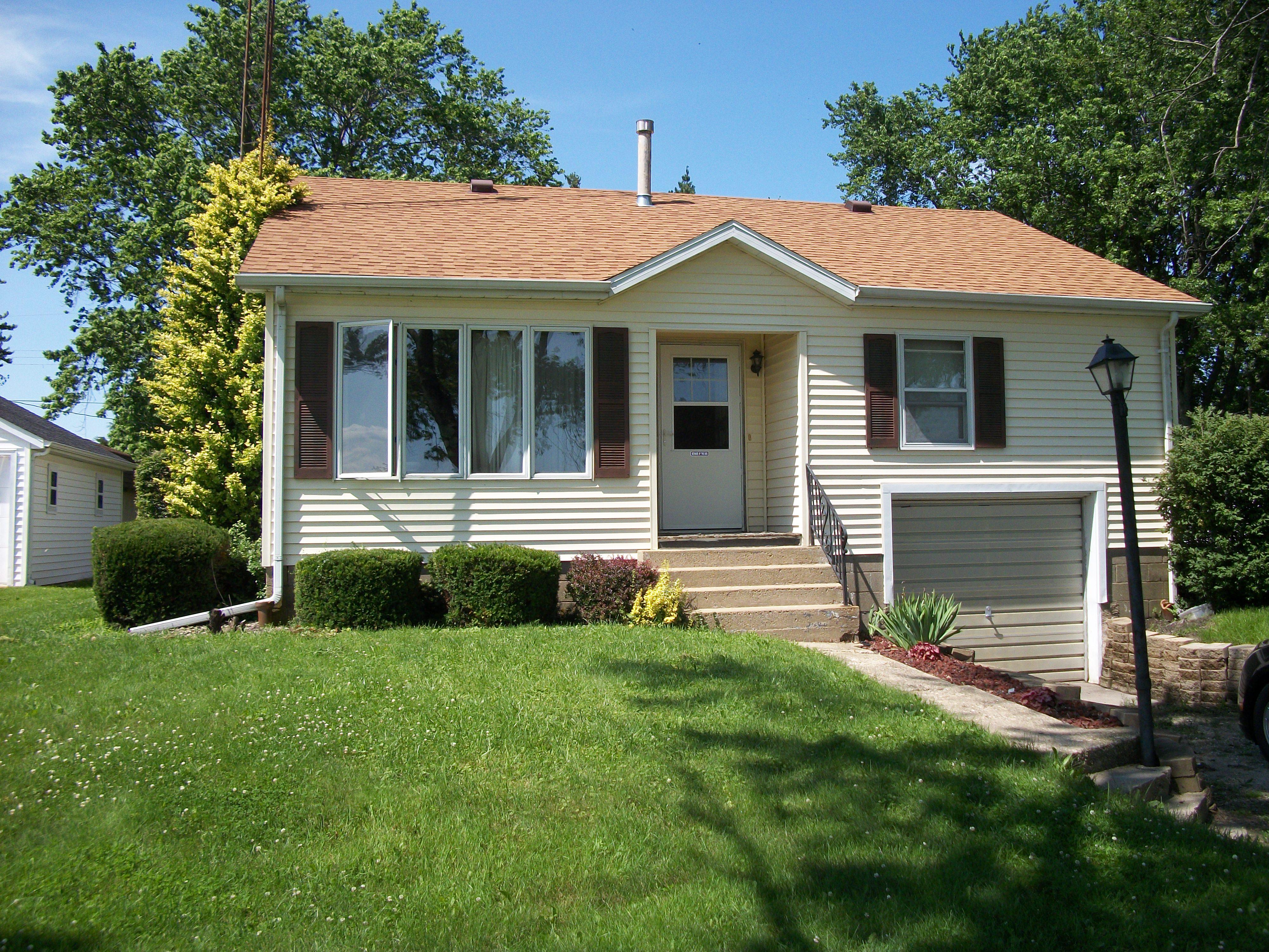 314 W Weldon, Roberts, Illinois 60962