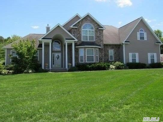 2 Biltmore Dr, Shoreham, New York 11786