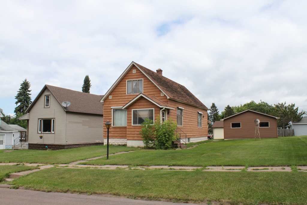 618 17th Ave West, Ashland, Wisconsin 54806