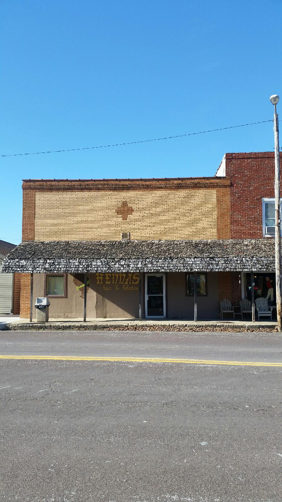 104 North Jackson, Shelbyville, Missouri 63469