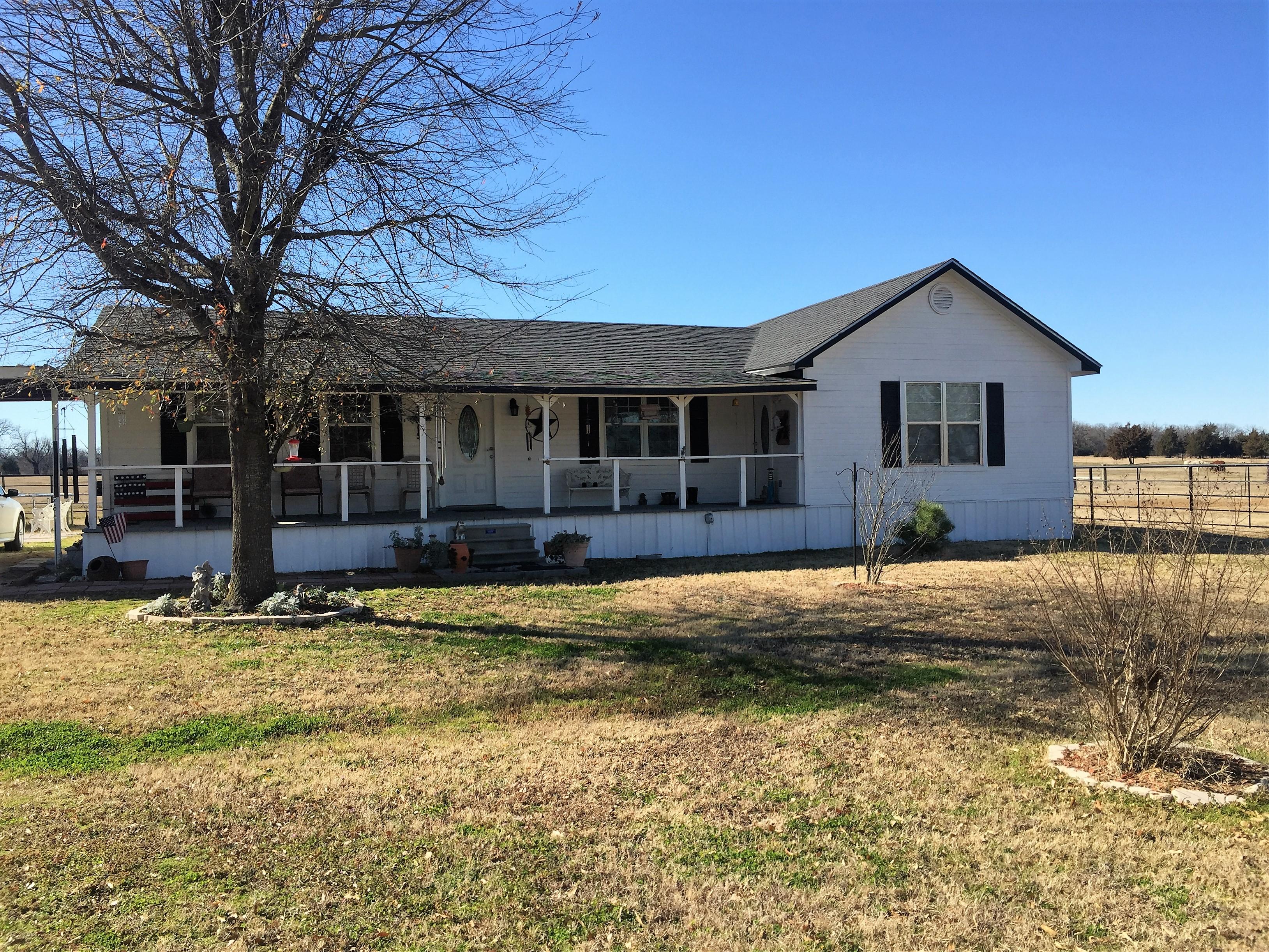 915 N. Cedar, Blossom, Texas 75416