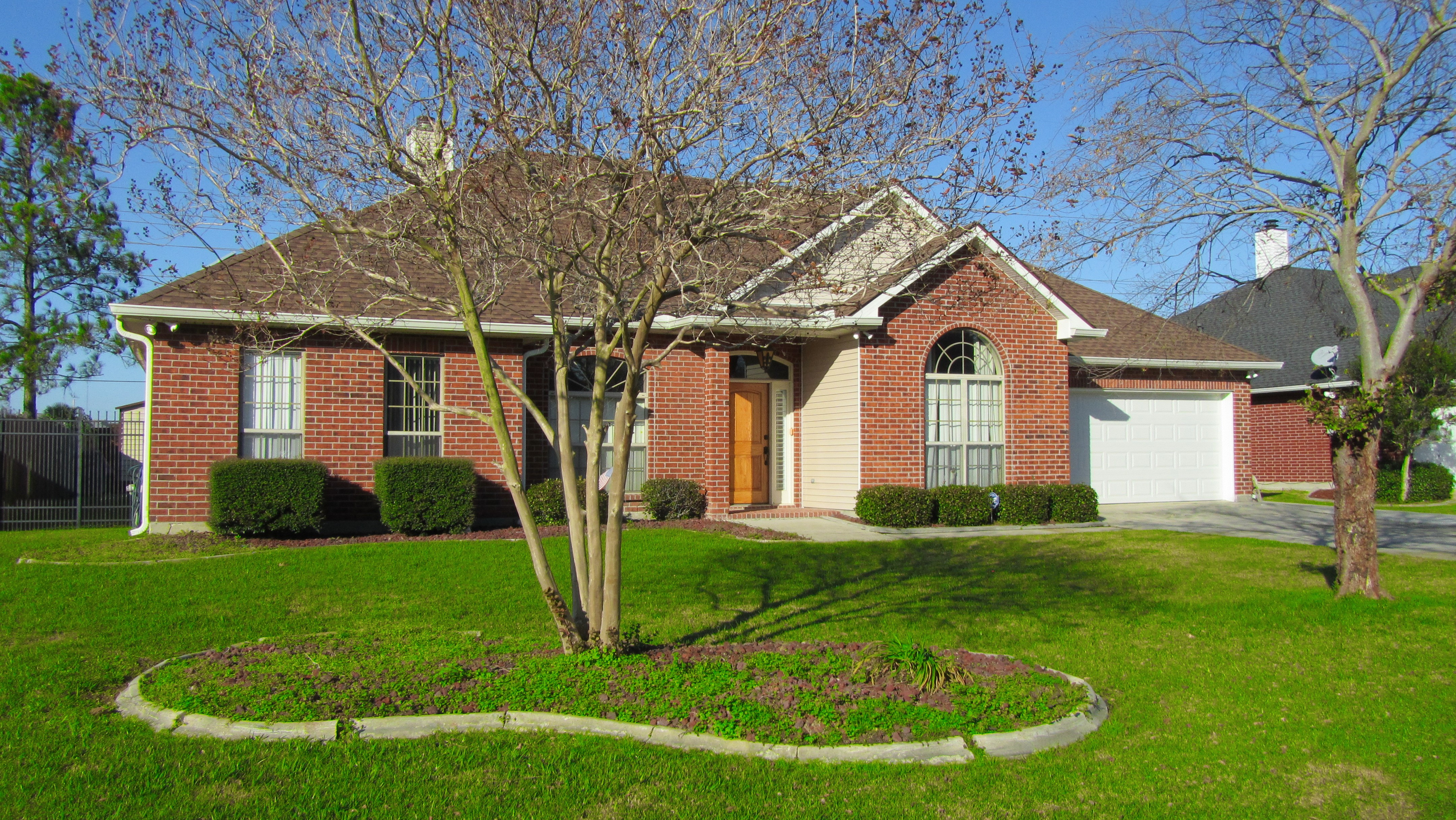1309 Lake Frances Dr, Gretna, Louisiana 70056