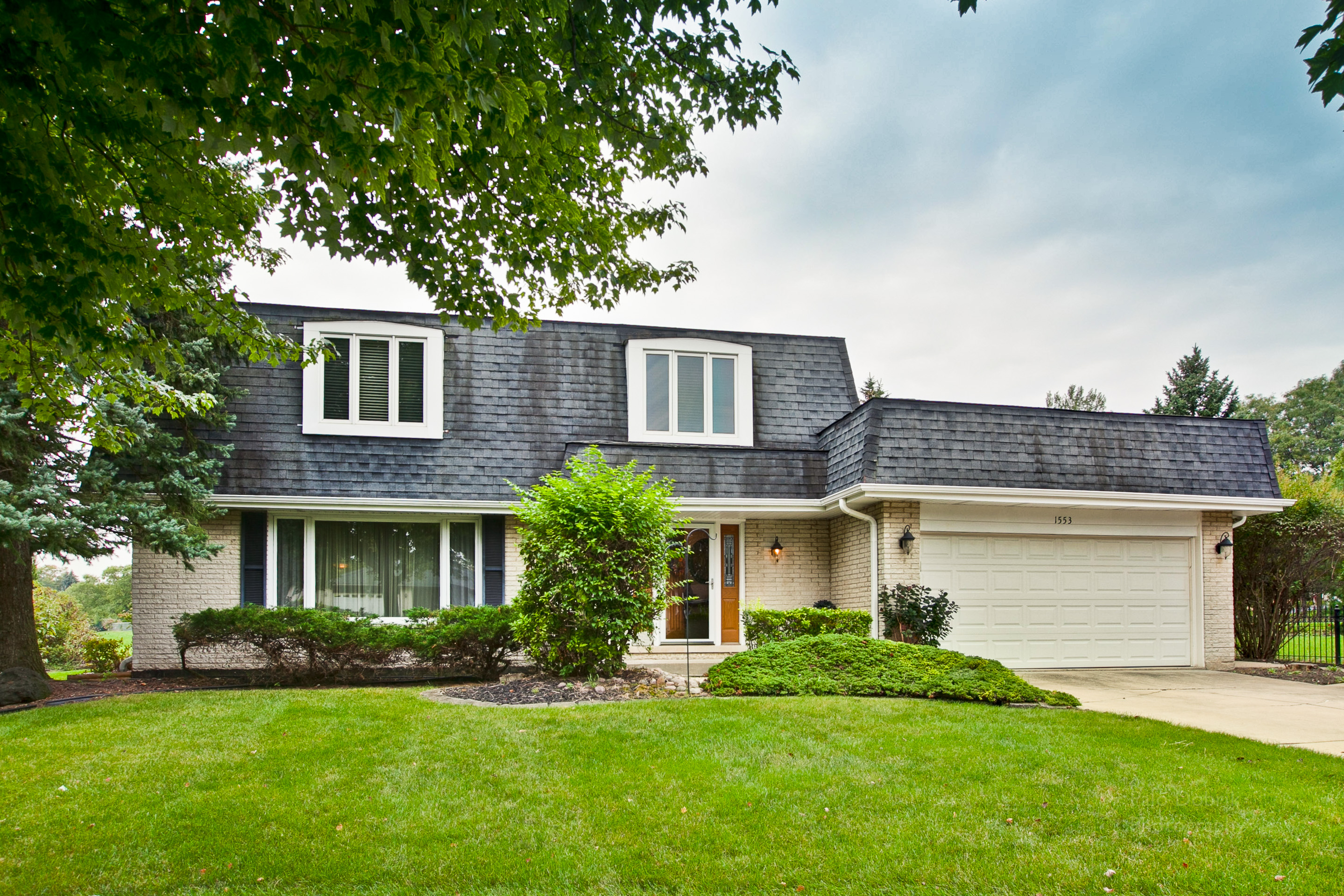 1553 71st Terrace, Downers Grove, Illinois 60516