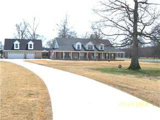 516 Ironman Road, Hartselle, Alabama 35640