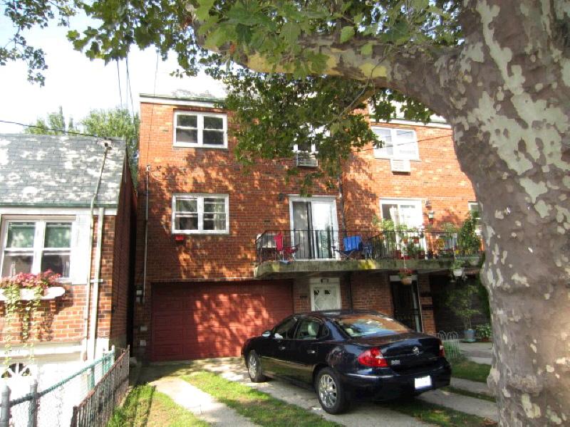 6212 Mount Olivet Cres, Middle Village, NY 11379