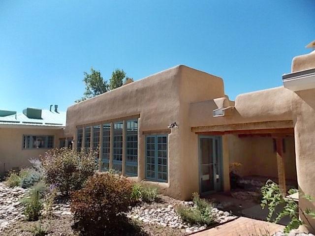 Taos, NM 87571