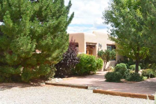 27 N Mesa Rd, Taos, NM 87571
