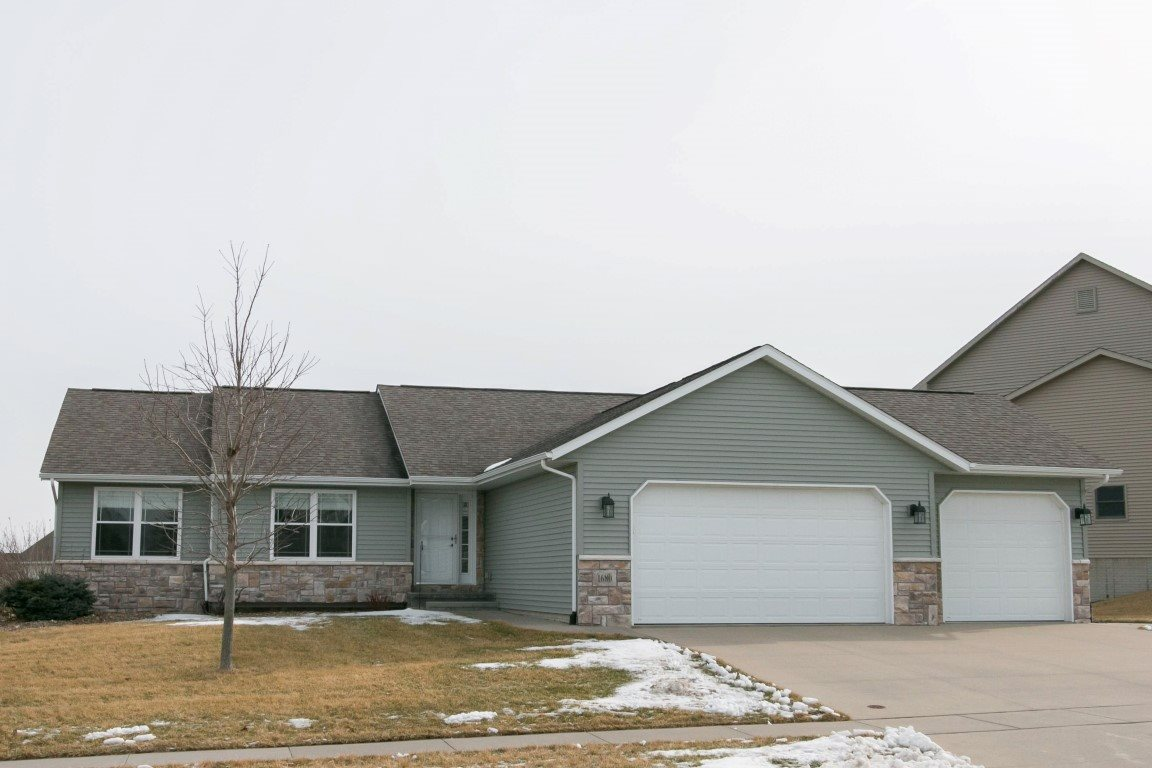 1680 Grizzly Trl, North Liberty, IA 52317