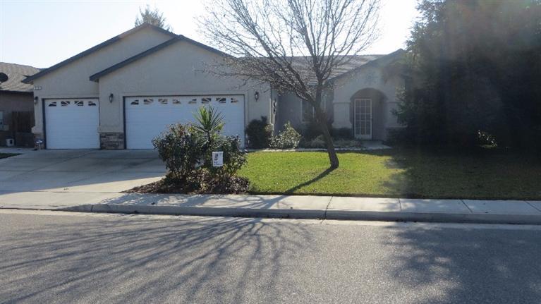 578 W Mariposa St, Kingsburg, CA 93631