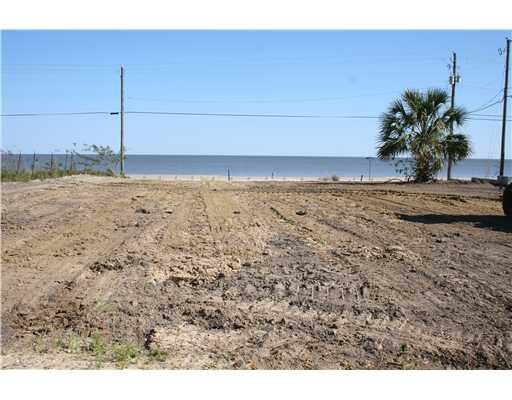 622  S Beach Blvd, Waveland, MS 39576