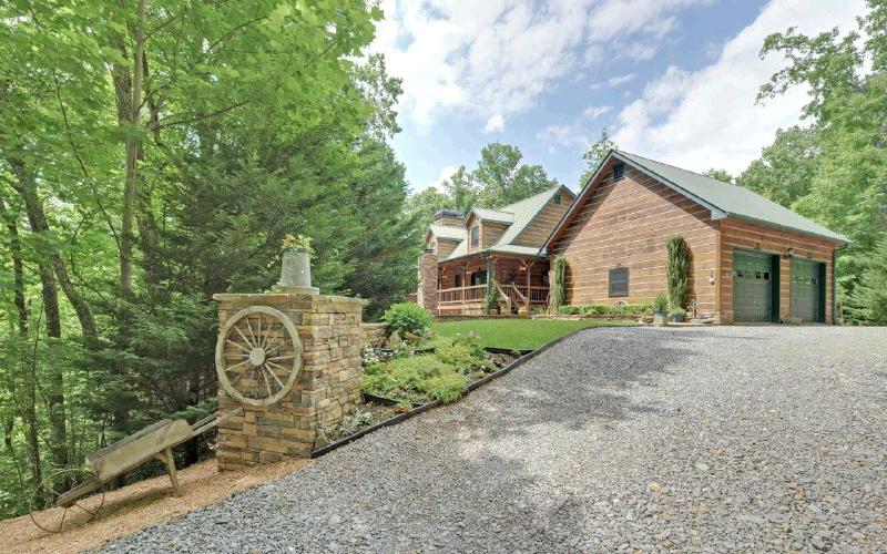 1059 Mangum's Trail, Blue Ridge, GA 30513