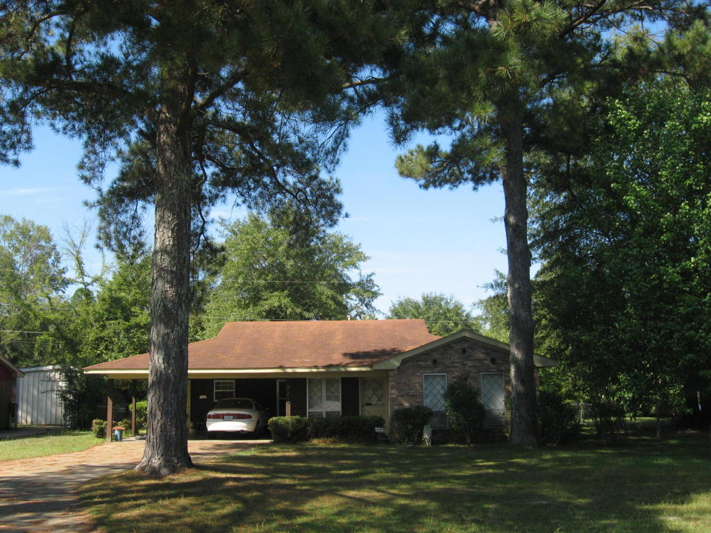 223 LAWRENCE DR, Columbus, MS 39702