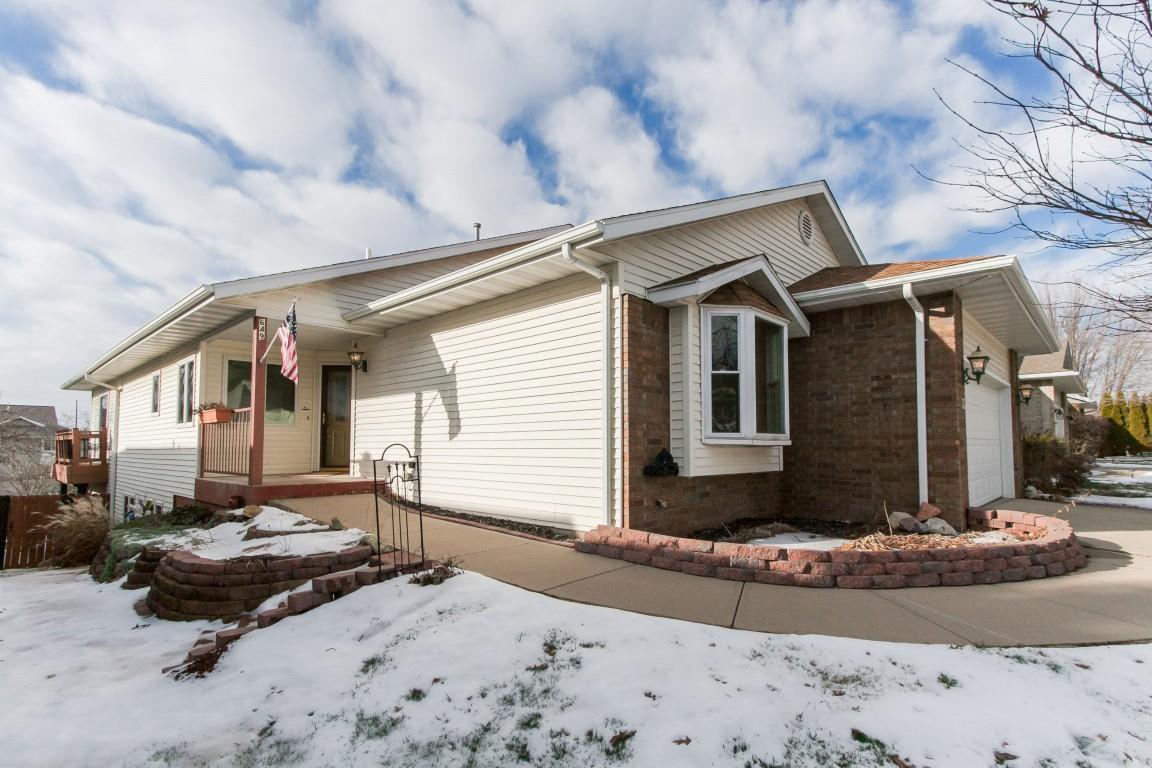 649 Scott Park Dr, Iowa City, IA 52245