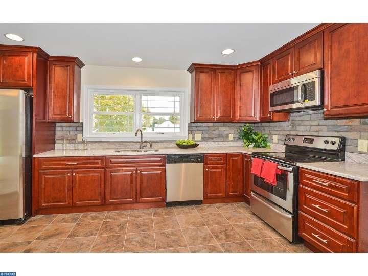 70  Red Berry Rd, Levittown, PA 19056