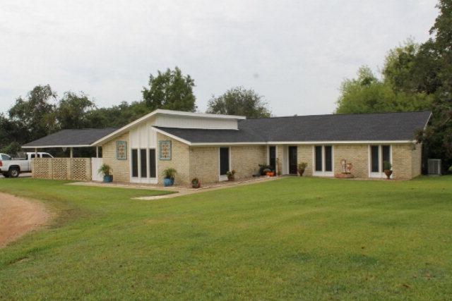226 Post Oak Way, Cuero, TX 77954