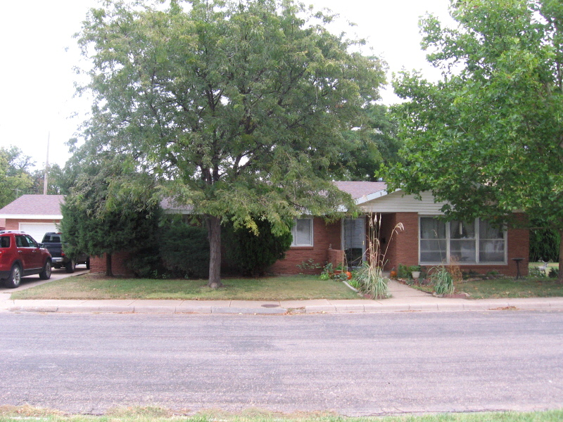 421 Heath Ave, Kinsley, KS 67547