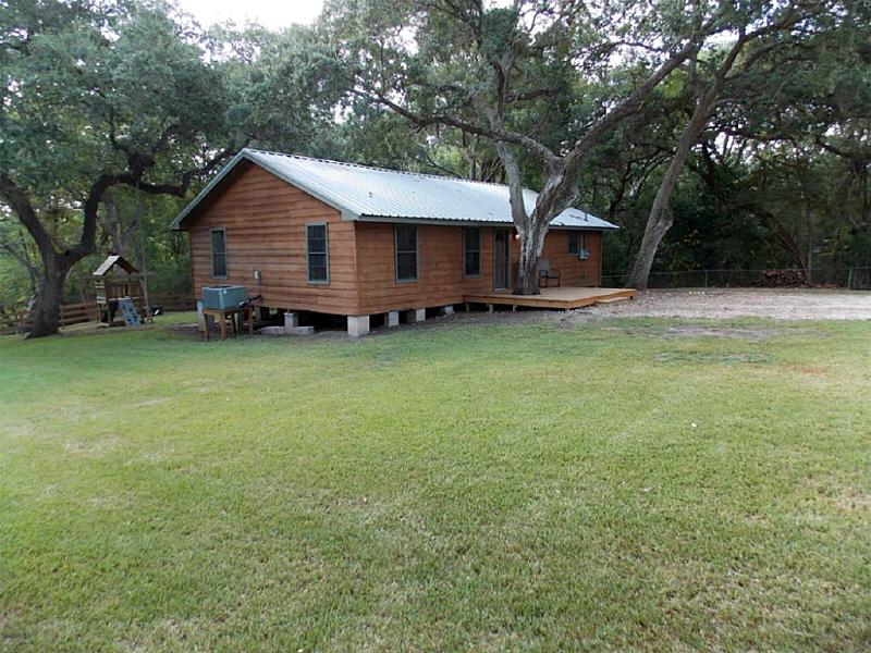 17 Oak Hollow, Blessing, TX 77419