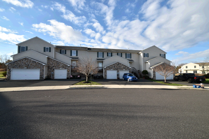 2470 Greenview Commons, Quakertown, PA 18951