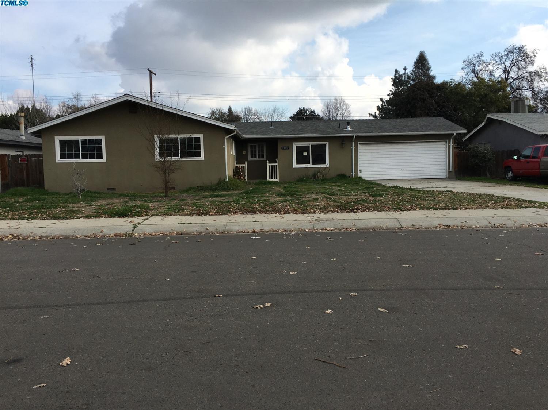 1104 W Valley Dr, Visalia, CA 93277