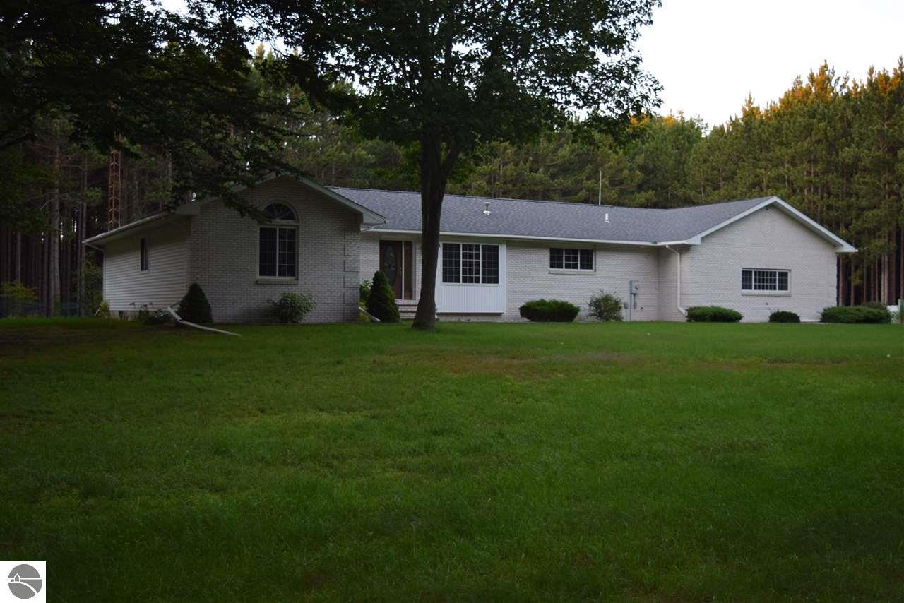 2650 W Fox Farm Road, Manistee, MI 49660
