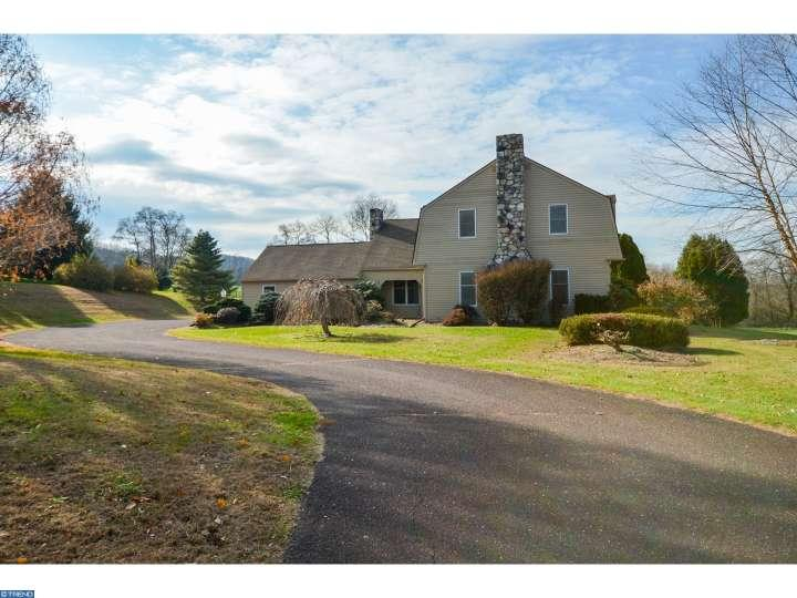 245  Valley View Rd, Riegelsville, PA 18077