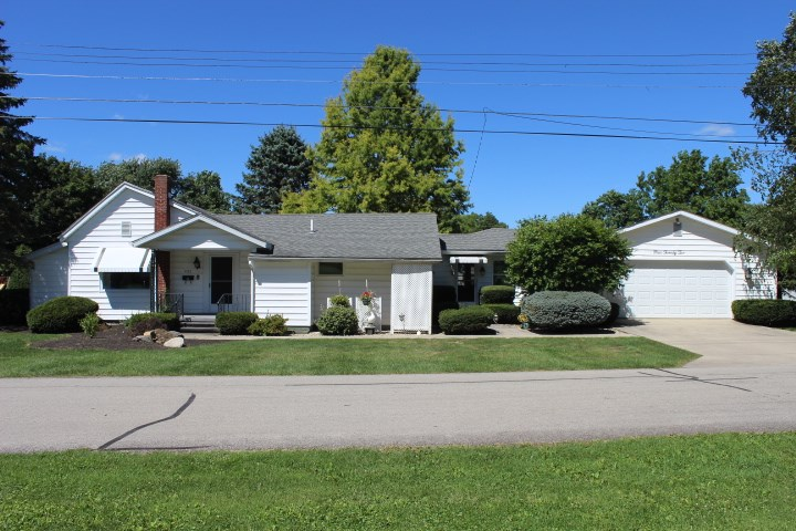 422 W 2nd St, Albany, IN 47320