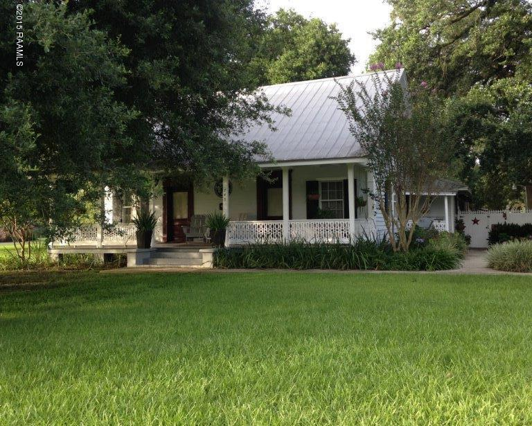 745 S Poydras St, Breaux Bridge, LA 70517
