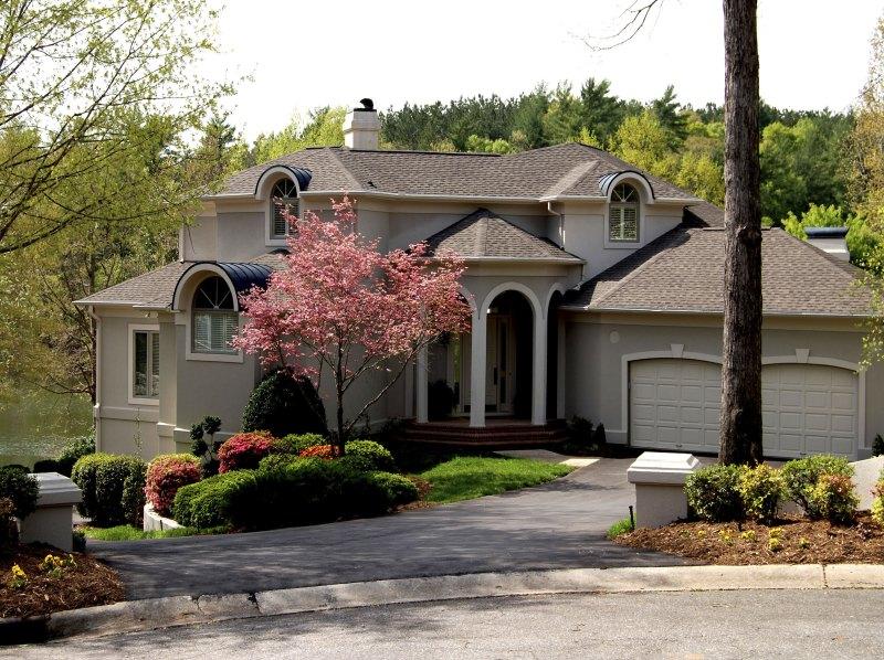 255 Charlotte Ann Ln, Hickory, NC 28601