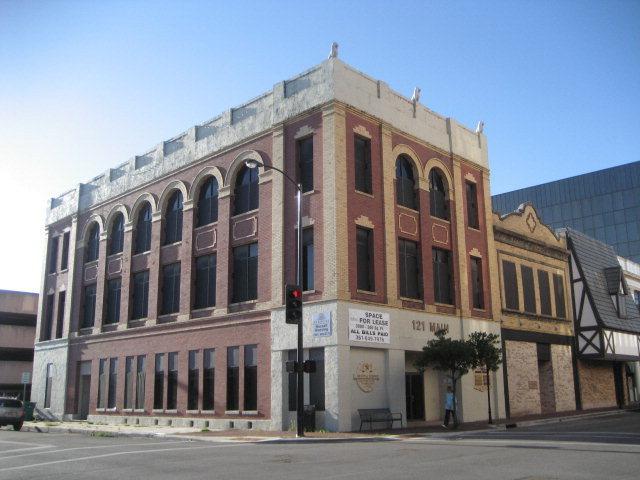 121 S Main St., Victoria, TX 77901
