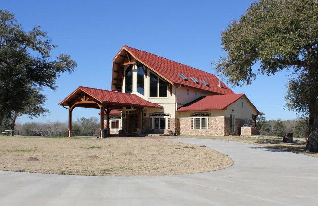 1220 CR 131 B, Hallettsville, TX 77964