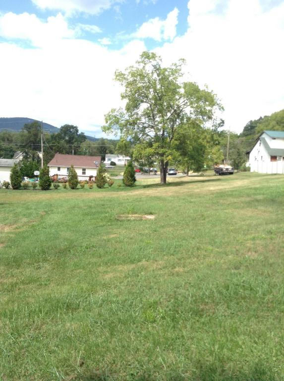 WOODLAWN ST, White Sulphur Springs, WV 24986