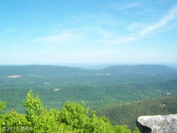 114 ON TOP OF CACAPON MT., Great Cacapon, WV 25422