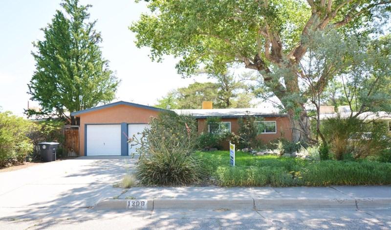 1300 CHAMA Street NE, Albuquerque, NM 87110