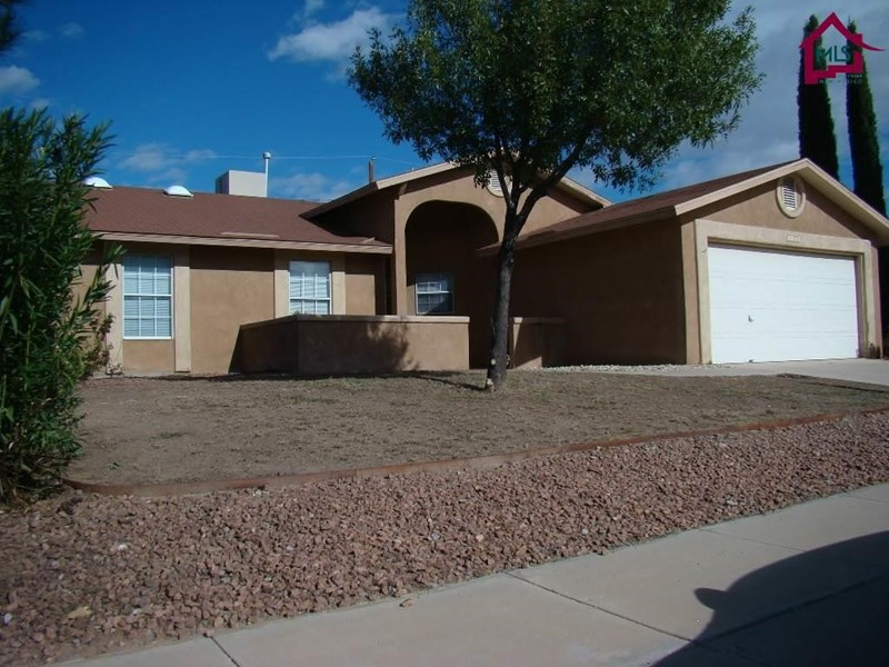 1023 HEATHER CIRCLE, Las Cruces, NM 88005